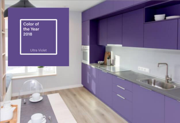 Fialová barva Ultra Violet a interiér podle ni.